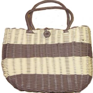 pb08-9 : plastic weave tote bag w/button clasp - aubergine striped natural